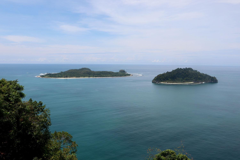 "Название острова Суматра происходит от санскритского слова ""Samudra"", означающего ""море"" или ""океан""."